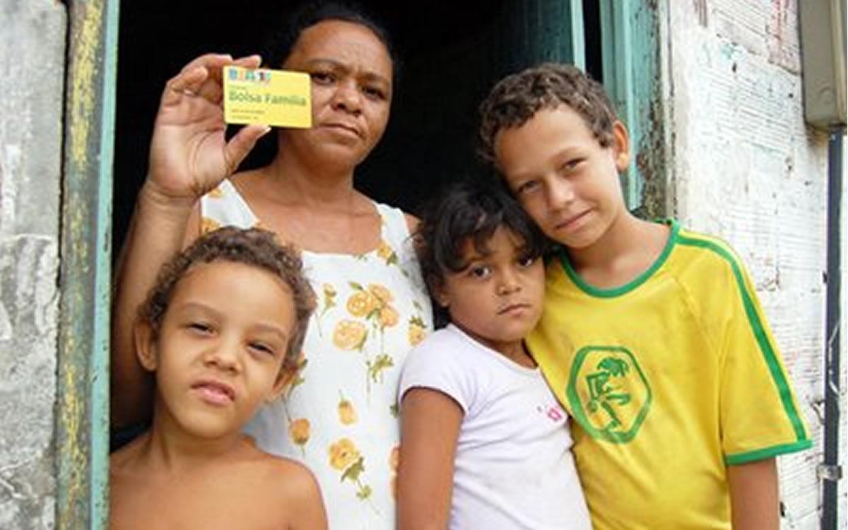 Resultado de imagem para imagens familia Bolsa Família